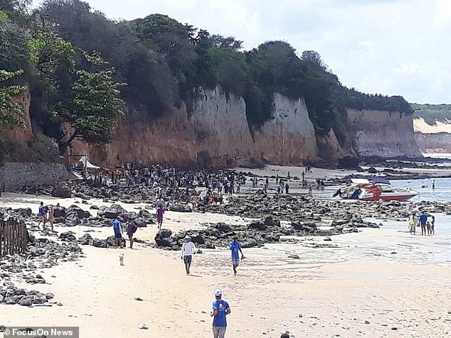 Nghỉ mát ở bãi biển nổi tiếng, gia đình 3 người chết tức tưởi vì vách đá sụp đổ, tư thế của người mẹ khi được tìm thấy gây nhói lòng - Ảnh 5.
