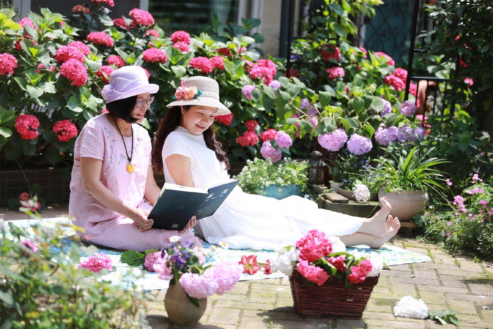 """Khu vườn quanh năm chỉ có """"mùa xuân"""" ở lại của cô giáo dạy Toán xinh đẹp - Ảnh 2."""
