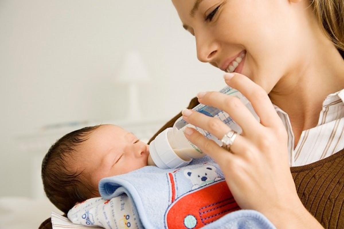 4 sai lầm khi chăm sóc trẻ sơ sinh cha mẹ cần tránh - Ảnh 3.