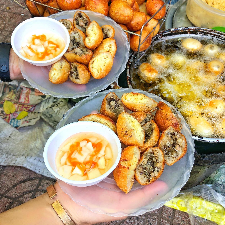 Đồ ăn vặt ở Bánh rán Hoàn nhất định phải thử dù chỉ một lần - Ảnh 2.
