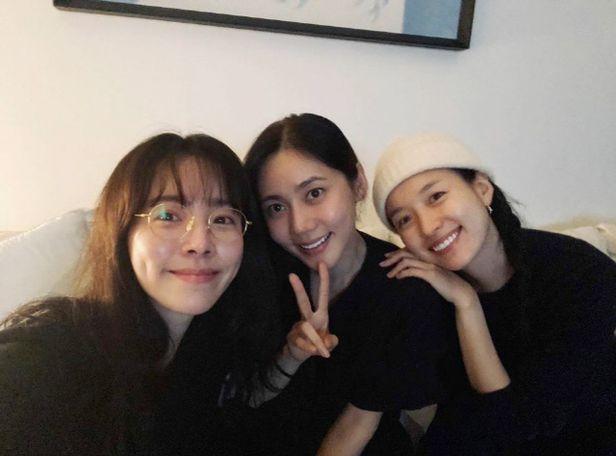 Gây bão với bức hình khoe mặt mộc tự nhiên, nhan sắc thật của ba mỹ nhân này được nhận xét không thua gì Son Ye Jin hay Song Hye Kyo - Ảnh 2.