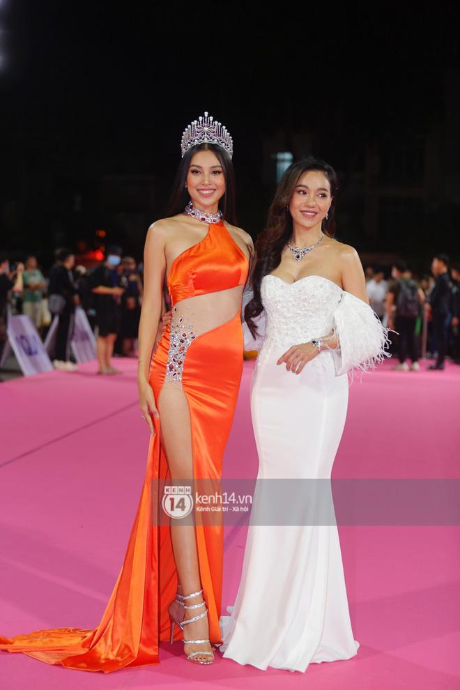 """Hết nhiệm kỳ Hoa hậu, Tiểu Vy """"quất"""" luôn bộ váy hở bạo nhất nhưng cũng là... xấu nhất từ trước đến nay - Ảnh 3."""