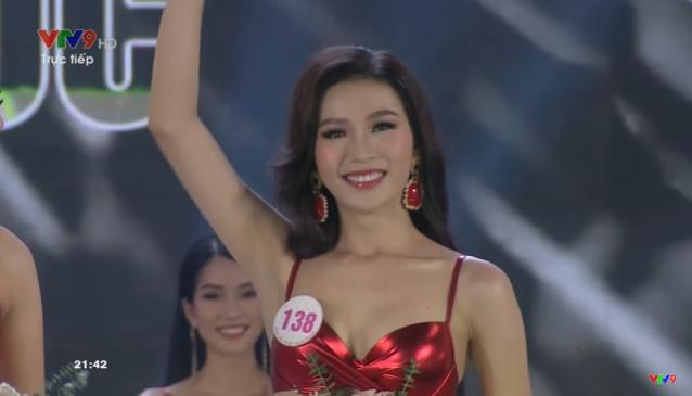"""Trực tiếp Chung kết Hoa hậu Việt Nam 2020: Lộ diện top 15 sau màn trình diễn bikini """"bốc lửa"""" - Ảnh 4."""