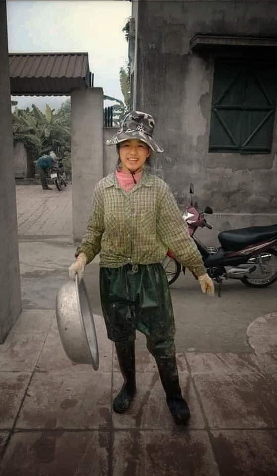 Loạt khoảnh khắc hài hước của Đỗ Thị Hà khi thuở nhỏ, khó có thể nhận ra nàng Tân Hoa hậu Việt Nam 2020 - Ảnh 1.