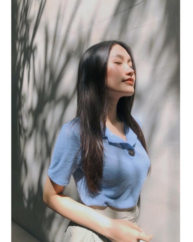 """Mix & Phối - """"Nàng thơ"""" mới của Đoàn Văn Hậu: Mặt mộc không tỳ vết, tưởng style bánh bèo điệu đà hóa ra cũng """"chất"""" khỏi bàn - chanvaydep.net 10"""