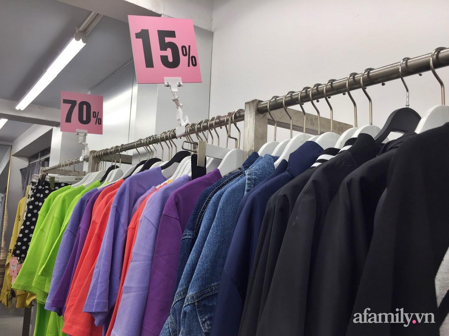 Hà Nội: Phố thời trang, trung tâm thương mại rợp biển giảm giá 80% trước ngày mua sắm Black Friday - Ảnh 4.