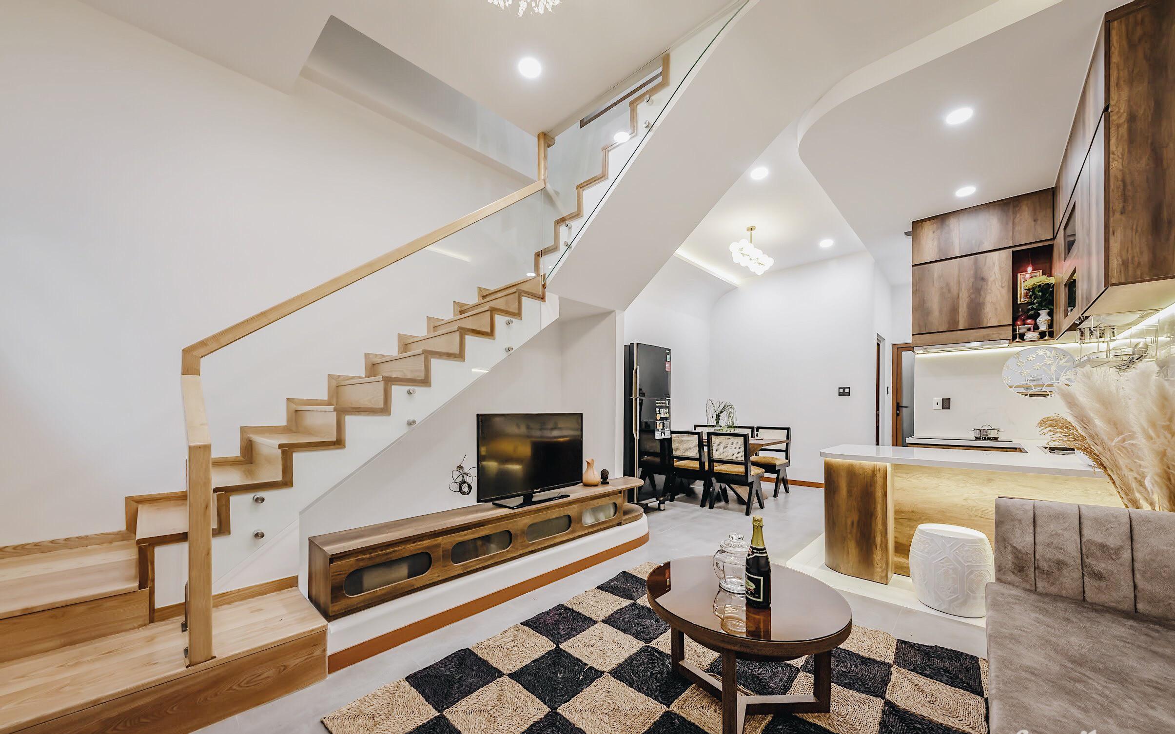Căn nhà màu trắng đón nắng ngập tràn theo phong cách tối giản có chi phí gần 3 tỷ đồng của con trai xây tặng bố mẹ ở Nha Trang