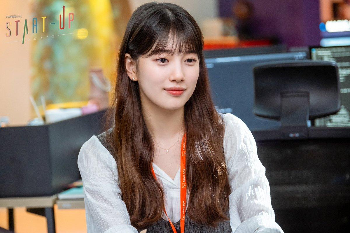 Mix & Phối - Học ngay Suzy trong Star-Up 4 cách diện áo sơ mi trẻ trung, siêu thanh lịch và còn đẹp từ Hè sang Đông - chanvaydep.net 3