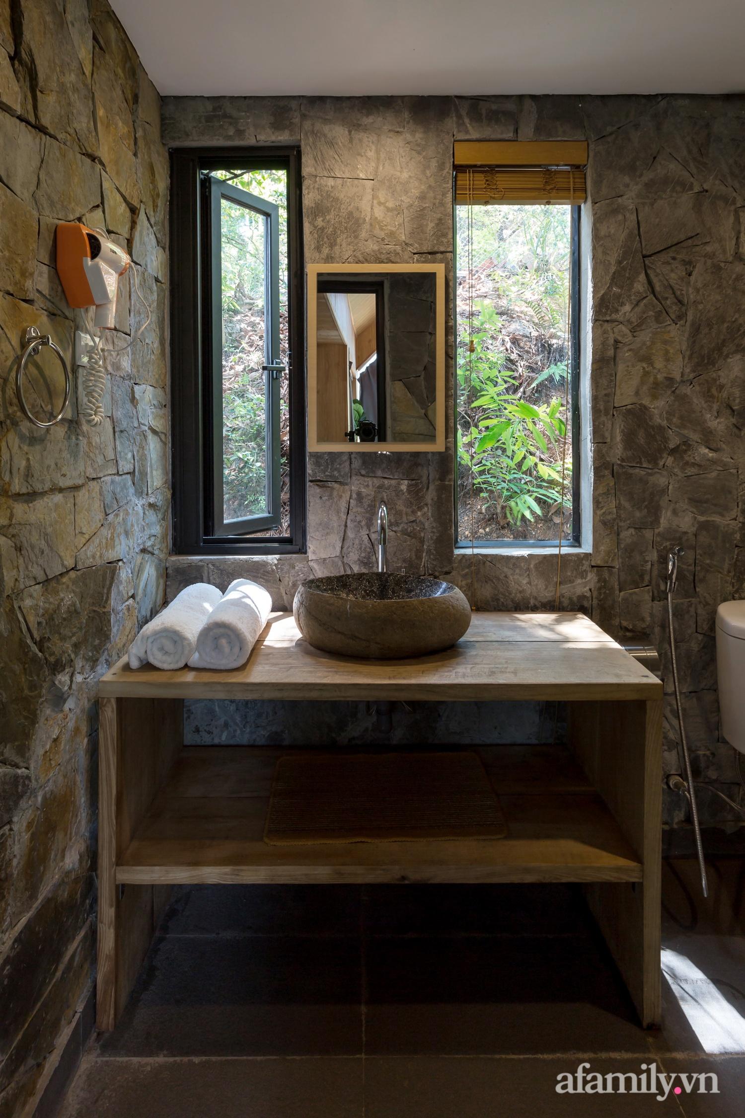 """Ngôi nhà nhỏ 40m² chênh vênh trên núi """"tắm"""" trọn ánh nắng và bóng cây ở ngoại ô Hà Nội - Ảnh 20."""