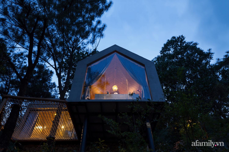 """Ngôi nhà nhỏ 40m² chênh vênh trên núi """"tắm"""" trọn ánh nắng và bóng cây ở ngoại ô Hà Nội - Ảnh 1."""
