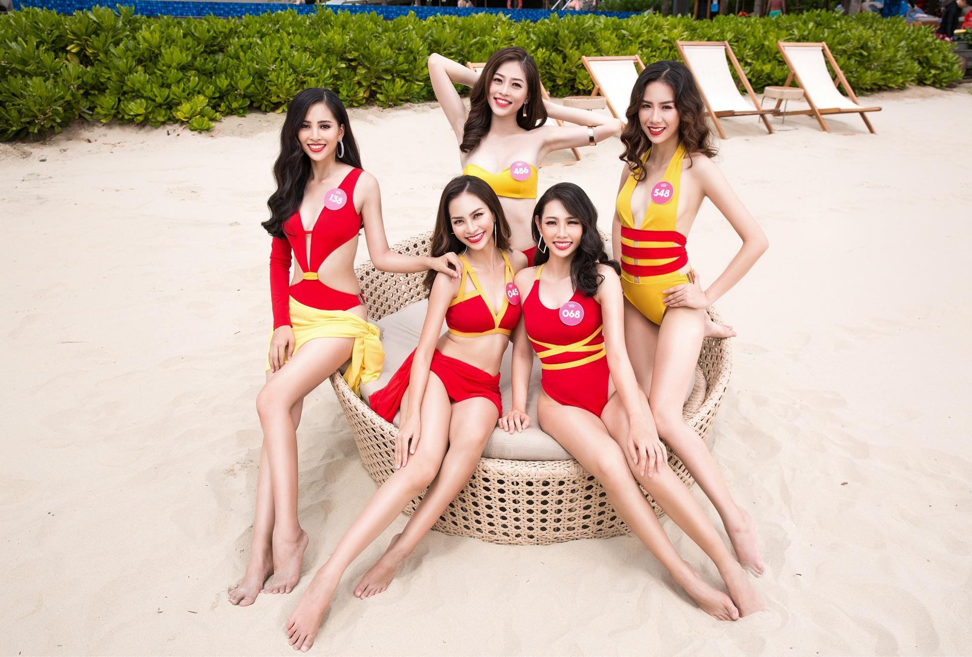 Bóc loạt áo tắm bị chê tả tơi vì xấu tại các cuộc thi Hoa hậu ở Việt Nam, có bộ còn khiến thí sinh lộ hàng ngay tại chỗ - Ảnh 12.
