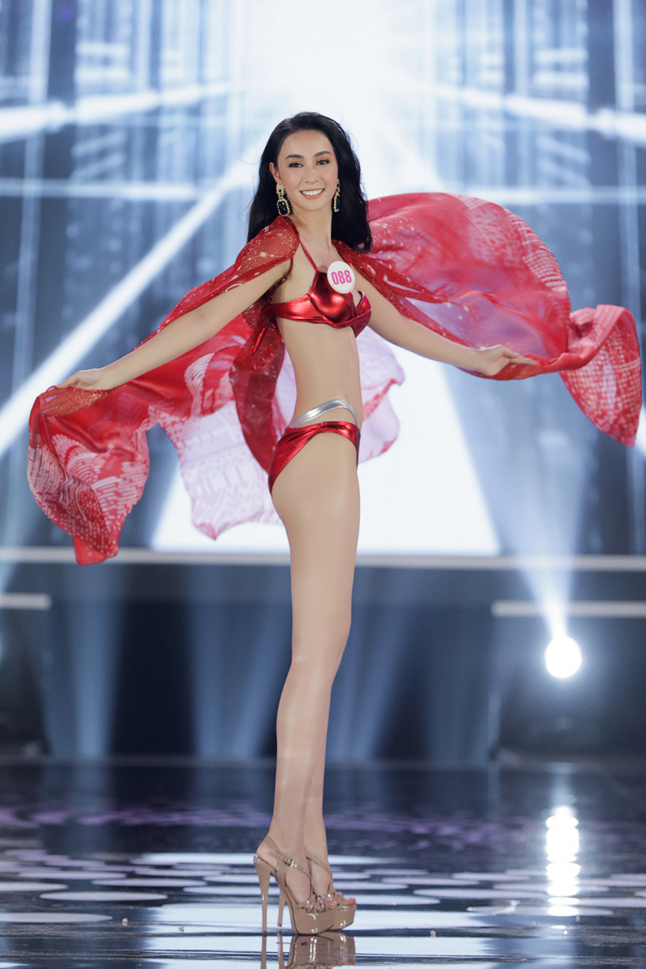 Bóc loạt áo tắm bị chê tả tơi vì xấu tại các cuộc thi Hoa hậu ở Việt Nam, có bộ còn khiến thí sinh lộ hàng ngay tại chỗ - Ảnh 2.
