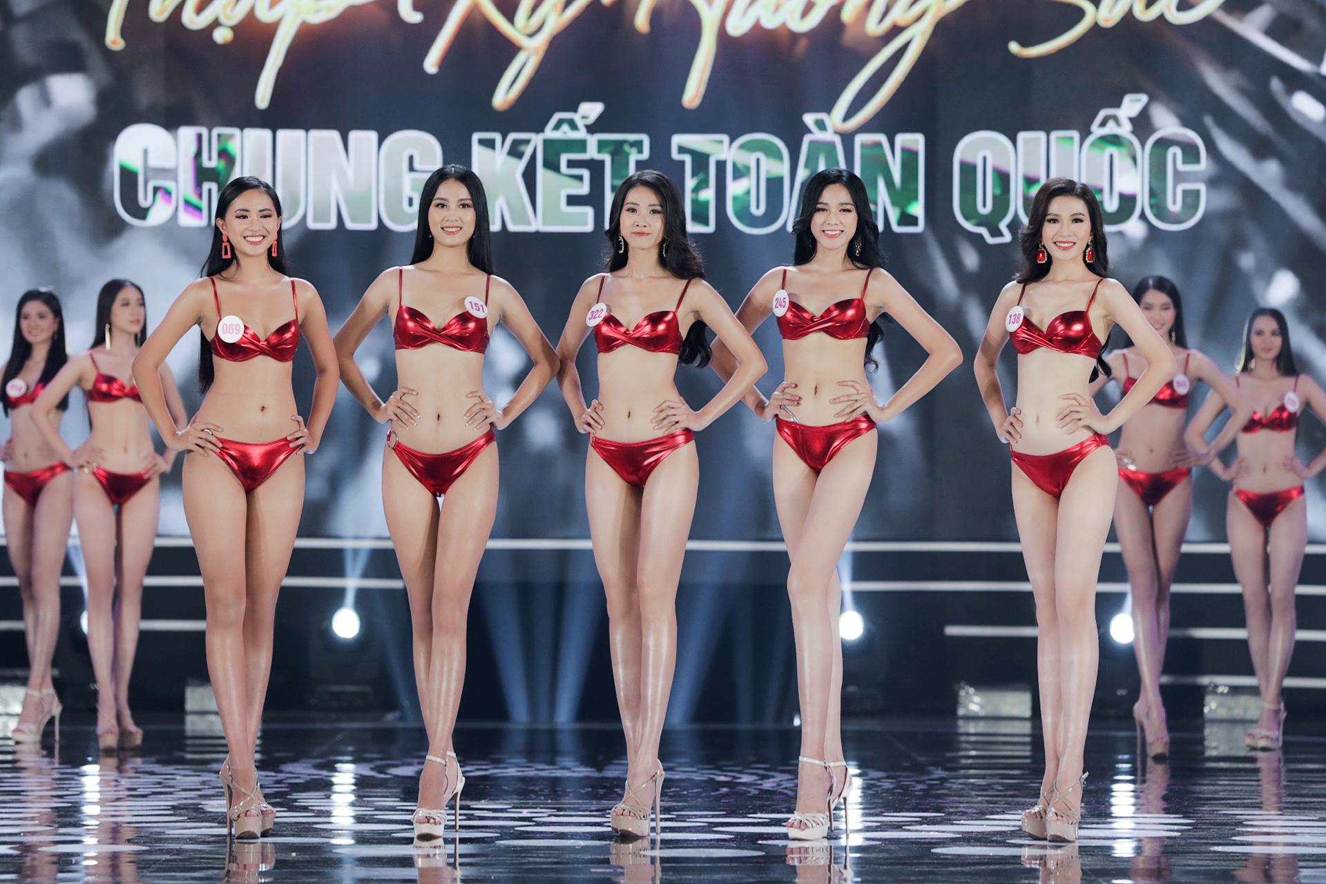 Bóc loạt áo tắm bị chê tả tơi vì xấu tại các cuộc thi Hoa hậu ở Việt Nam, có bộ còn khiến thí sinh lộ hàng ngay tại chỗ - Ảnh 4.