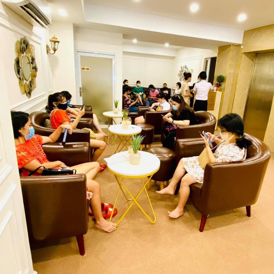 Khổ sở với mụn lưng chi chít, chị e có thể tới gặp ngay chuyên gia mụn lưng tại Sài Gòn – Maibeauty Spa & Clinic - Ảnh 2.