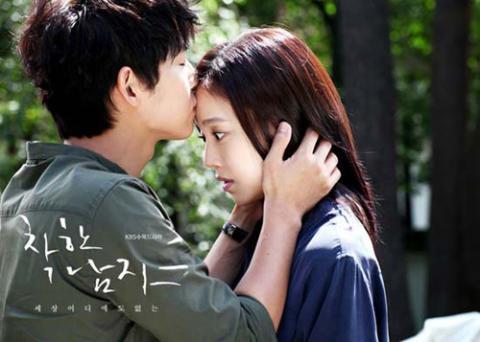 Bộ ảnh Song Joong Ki ngọt ngào bên cạnh Moon Chae Won gây sốt trở lại sau 8 năm, Song Hye Kyo liền bị đem ra so sánh - Ảnh 8.