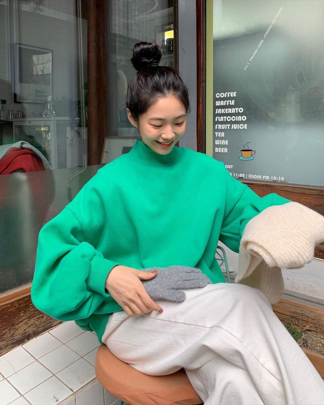 11 gợi ý lên đồ màu mè họa tiết cực xinh từ gái Hàn để bạn áp dụng  - Ảnh 7.