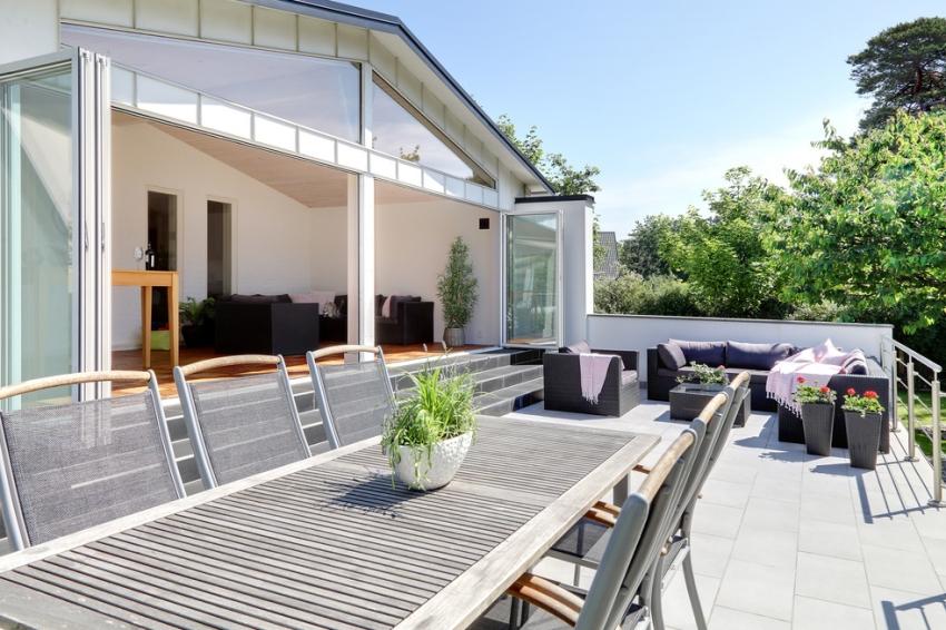 Căn nhà màu trắng mang nắng ngập tràn được thiết kế theo phong cách Bắc Âu nổi bật bên vườn cây xanh mát - Ảnh 4.