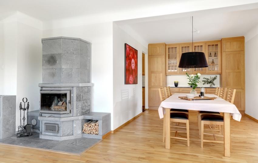 Căn nhà màu trắng mang nắng ngập tràn được thiết kế theo phong cách Bắc Âu nổi bật bên vườn cây xanh mát - Ảnh 6.