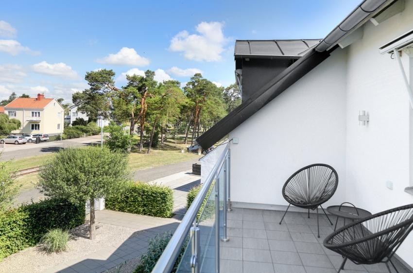 Căn nhà màu trắng mang nắng ngập tràn được thiết kế theo phong cách Bắc Âu nổi bật bên vườn cây xanh mát - Ảnh 11.