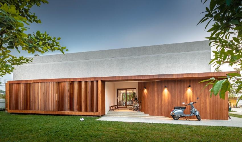 200716onhill2 1606275673649753000804 - Sống hạnh phúc giữa vườn cây xanh cùng căn nhà gỗ bình yên ai ngắm cũng ước ao của gia đình 6 thành viên