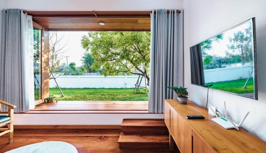 200716onhill5 16062756735991207390903 - Sống hạnh phúc giữa vườn cây xanh cùng căn nhà gỗ bình yên ai ngắm cũng ước ao của gia đình 6 thành viên