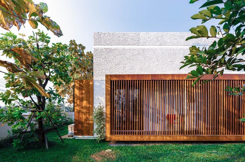 200716onhill9 16062756734971791350834 - Sống hạnh phúc giữa vườn cây xanh cùng căn nhà gỗ bình yên ai ngắm cũng ước ao của gia đình 6 thành viên