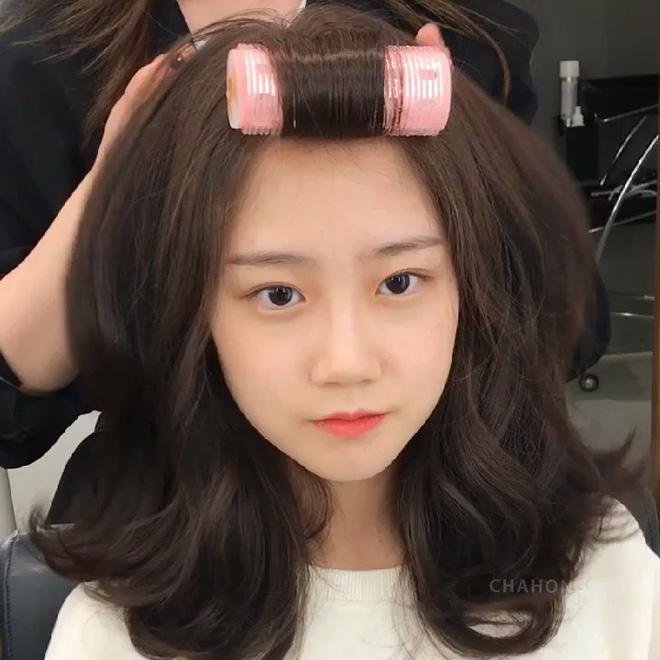 """Để tóc xoăn rất dễ """"dừ"""" đi vài tuổi, muốn trẻ trung thì chị em cần ghim ngay bí kíp từ chuyên gia - Ảnh 1."""