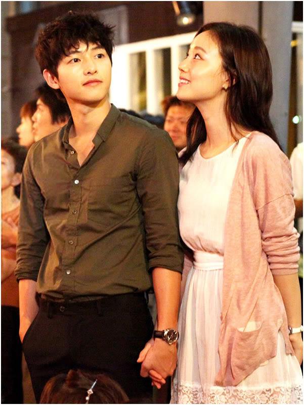 Bộ ảnh Song Joong Ki ngọt ngào bên cạnh Moon Chae Won gây sốt trở lại sau 8 năm, Song Hye Kyo liền bị đem ra so sánh - Ảnh 11.