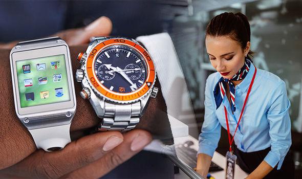 Muôn vàn bí mật đằng sau chiếc đồng hồ bất ly thân của mỗi tiếp viên hàng không khi lên máy bay, hóa ra công dụng chẳng dừng lại ở việc xem giờ - Ảnh 1.