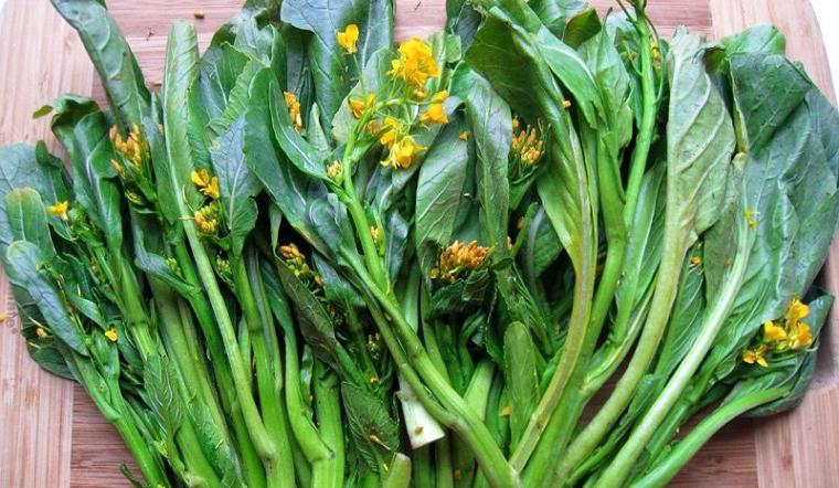 Rau cải ngồng đắng trồng tự nhiên trên núi đá Lạng Sơn được bà nội trợ yêu thích - Ảnh 2.