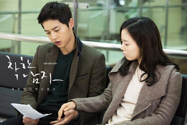 Bộ ảnh Song Joong Ki ngọt ngào bên cạnh Moon Chae Won gây sốt trở lại sau 8 năm, Song Hye Kyo liền bị đem ra so sánh - Ảnh 6.