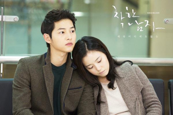 Bộ ảnh Song Joong Ki ngọt ngào bên cạnh Moon Chae Won gây sốt trở lại sau 8 năm, Song Hye Kyo liền bị đem ra so sánh - Ảnh 7.