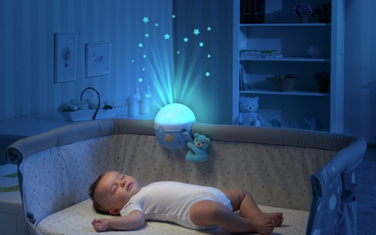 Để đèn ngủ chăm trẻ sơ sinh rất thuận tiện, nhưng các mẹ sẽ không dám làm thế nữa sau khi biết 4 hiểm họa khôn lường này