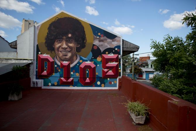 Khám phá nơi yên nghỉ cuối cùng của Maradona, căn nhà Cậu bé Vàng từng sống thuở chưa nổi tiếng - Ảnh 2.