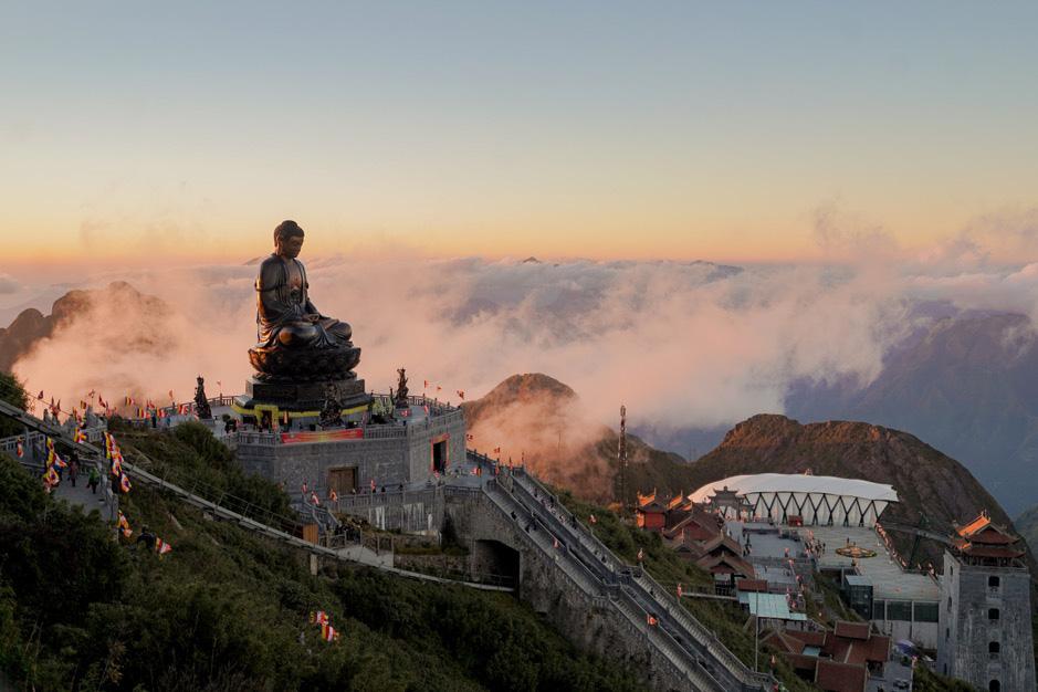 Thiêng liêng lễ cầu an trên đỉnh Fansipan - Ảnh 1.