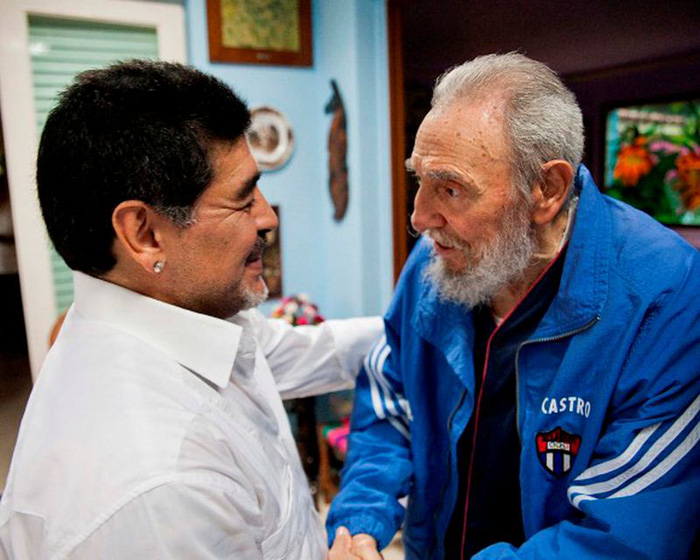 Diego Maradona mất cùng ngày với lãnh tụ Fidel Castro, người được Cậu bé vàng hết mực kính trọng - Ảnh 1.