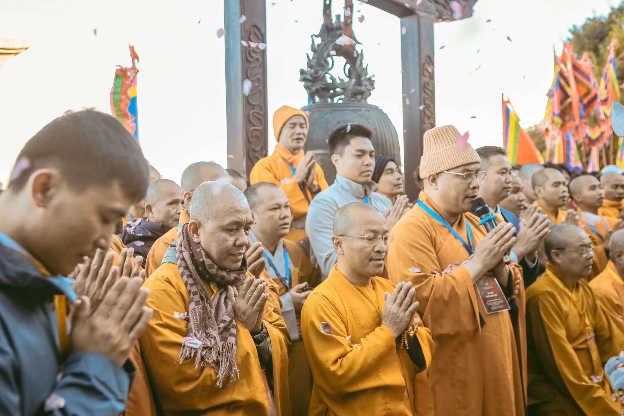 Thiêng liêng lễ cầu an trên đỉnh Fansipan - Ảnh 3.