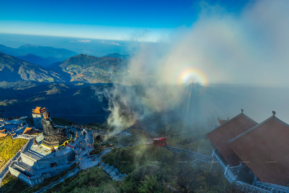 Thiêng liêng lễ cầu an trên đỉnh Fansipan - Ảnh 4.
