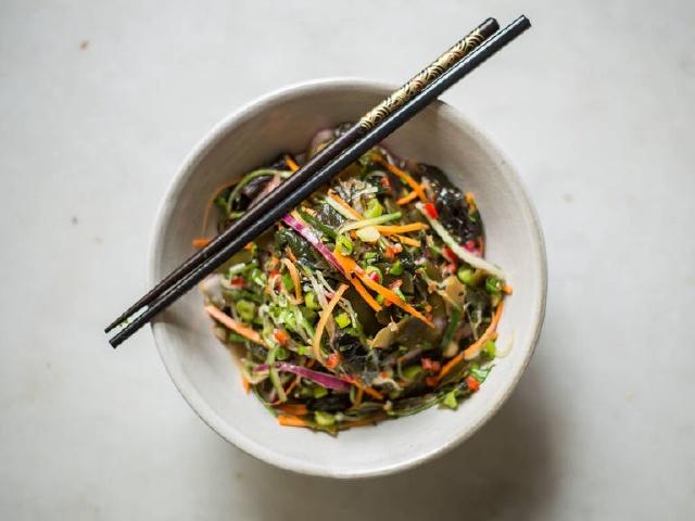 Món salad quen thuộc trong các nhà hàng Nhật Bản hóa ra lại có công thức chế biến nhanh gọn đến không tưởng: Thao tác 5 phút là xong, vừa ngon vừa tiết kiệm! - Ảnh 5.