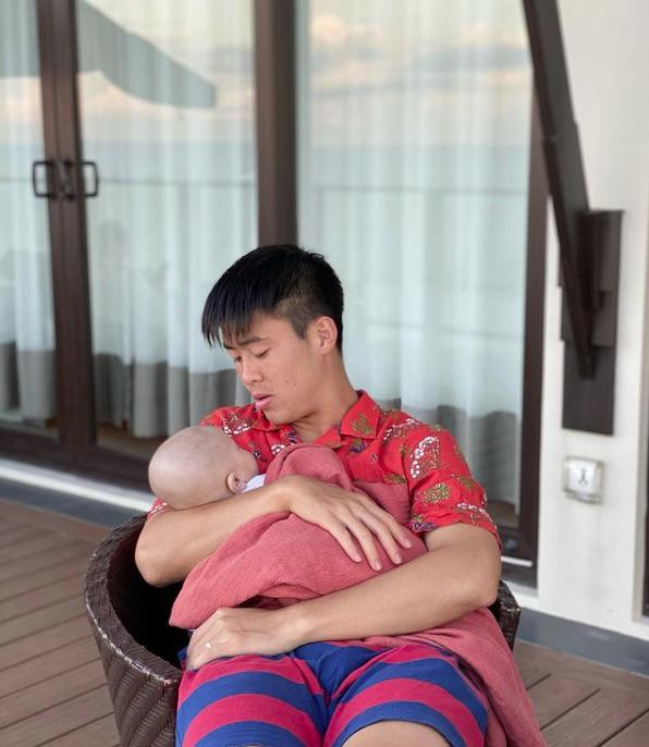 """Suýt nữa bị chồng đá xuống hồ khi đang đi du lịch, Quỳnh Anh """"chữa cháy"""" ngay bằng bức ảnh gia đình siêu đáng yêu - Ảnh 4."""