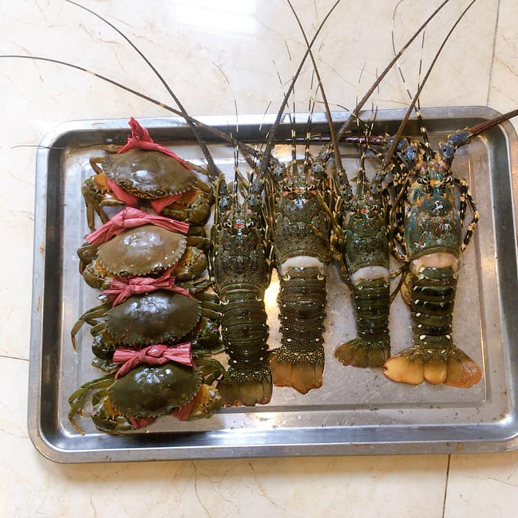 """Quẹo lựa hải sản nào chị em: Bán cả mâm theo set đầy đủ từ tôm hùm tới ghẹ, giá chưa tới 700K mà gọi là """"đầy tràn"""" - Ảnh 4."""