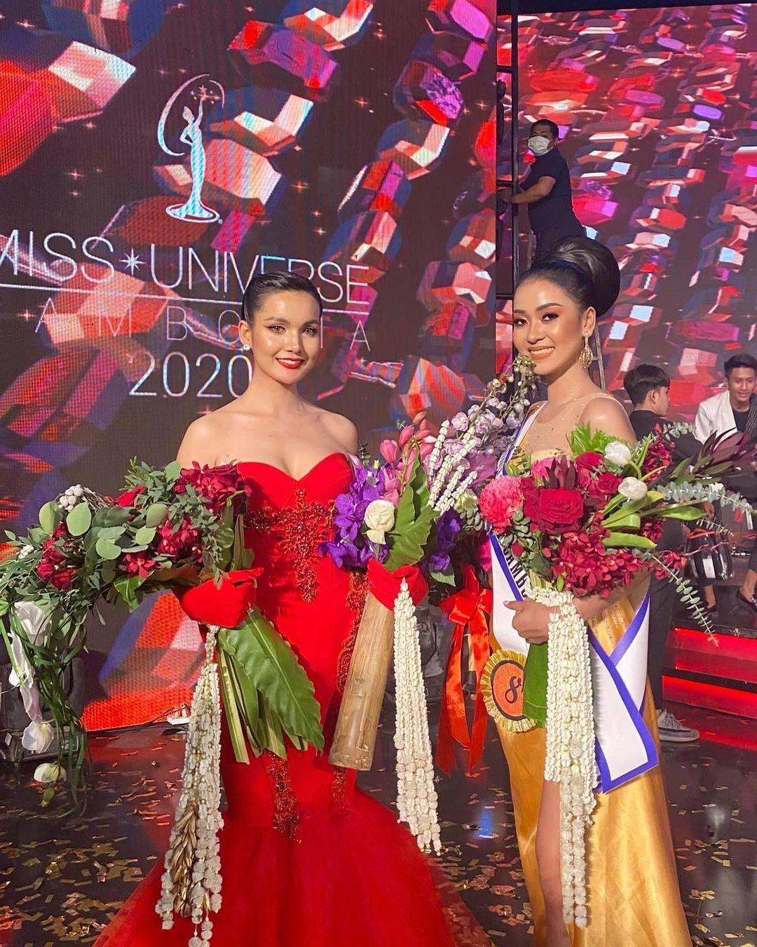 Tân Á hậu Hoàn vũ Campuchia vén váy lộ rõ nội y ngay giữa sân khấu trong giây phút được xướng lên trên sóng truyền hình - Ảnh 5.