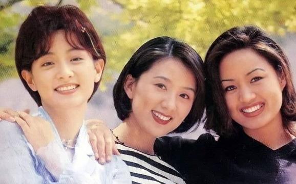 """Khi 3 đại mỹ nhân Hàn đứng chung khung hình: Lee Young Ae hay """"chị đại"""" Kim Hye Soo cũng không đọ được nhan sắc bất biến của mỹ nhân này"""
