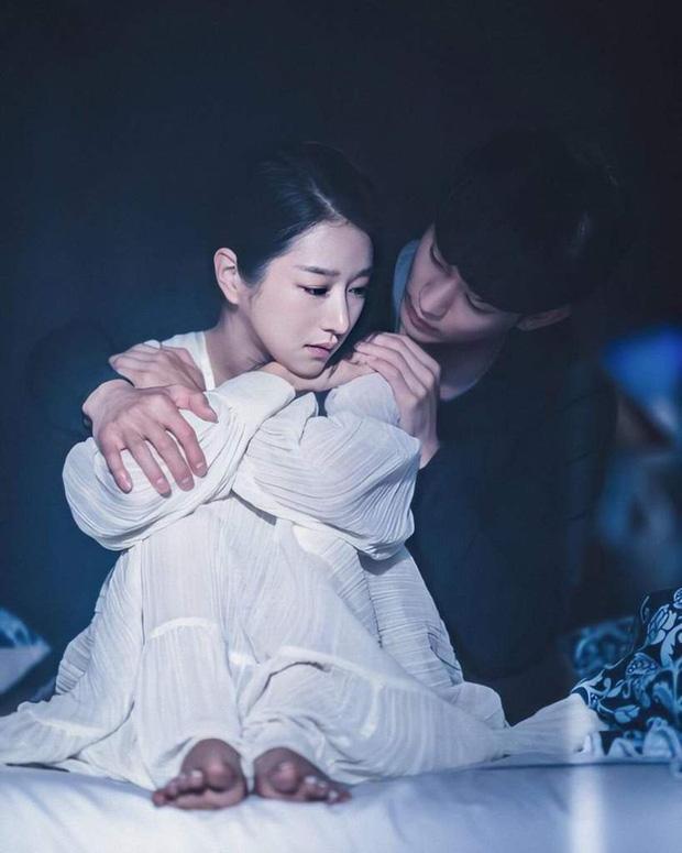 """Hyun Bin - Son Ye Jin bị """"đàn em"""" Kim Soo Hyun - Seo Ye Jin giật mất giải thưởng lớn, """"Hạ cánh nơi anh"""" có tất cả nhưng thiếu may mắn - Ảnh 4."""