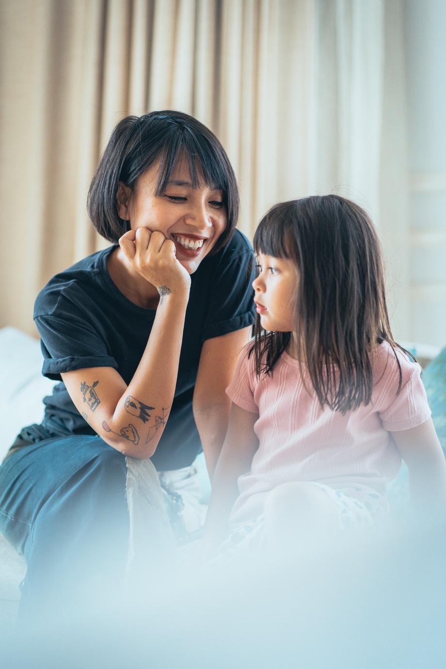 """""""Châm ngôn"""" mới của mẹ trẻ hiện đại: Mẹ mềm dịu, con tự tin hạnh phúc - Ảnh 1."""