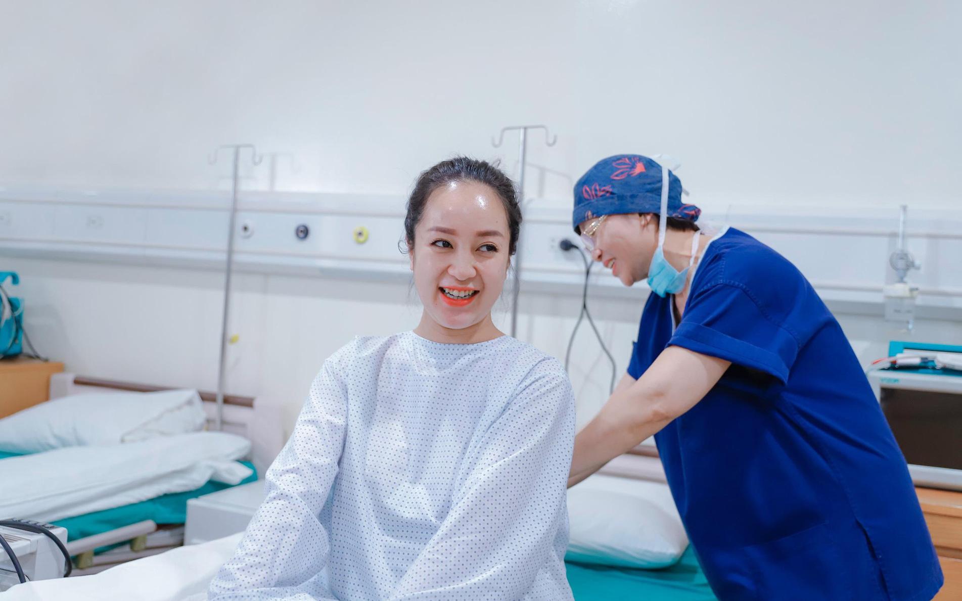 """Hot girl Bamboo Thanh Thủy """"mê mẩn"""" dịch vụ thai sản trọn gói của Bệnh viện ĐKQT Bắc Hà"""