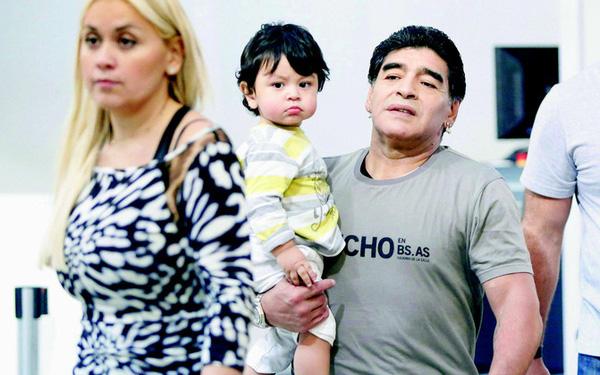 """""""Di sản"""" đặc biệt mà huyền thoại Diego Maradona để lại cho đời: Những người con với số lượng đủ để thành lập một đội bóng - Ảnh 6."""
