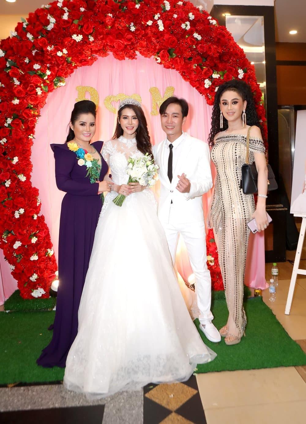 """Lâm Khánh Chi thích được gọi là """"công chúa"""", chuyện """"chặt đẹp"""" cô dâu bằng đủ kiểu váy áo lấp lánh trăm bề - Ảnh 6."""