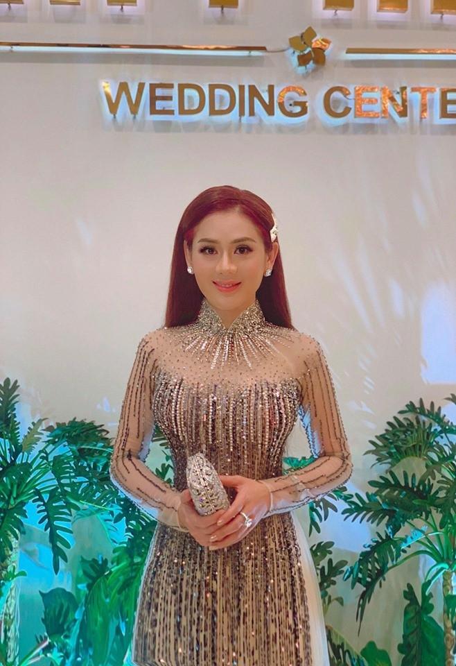 """Lâm Khánh Chi thích được gọi là """"công chúa"""", chuyện """"chặt đẹp"""" cô dâu bằng đủ kiểu váy áo lấp lánh trăm bề - Ảnh 4."""