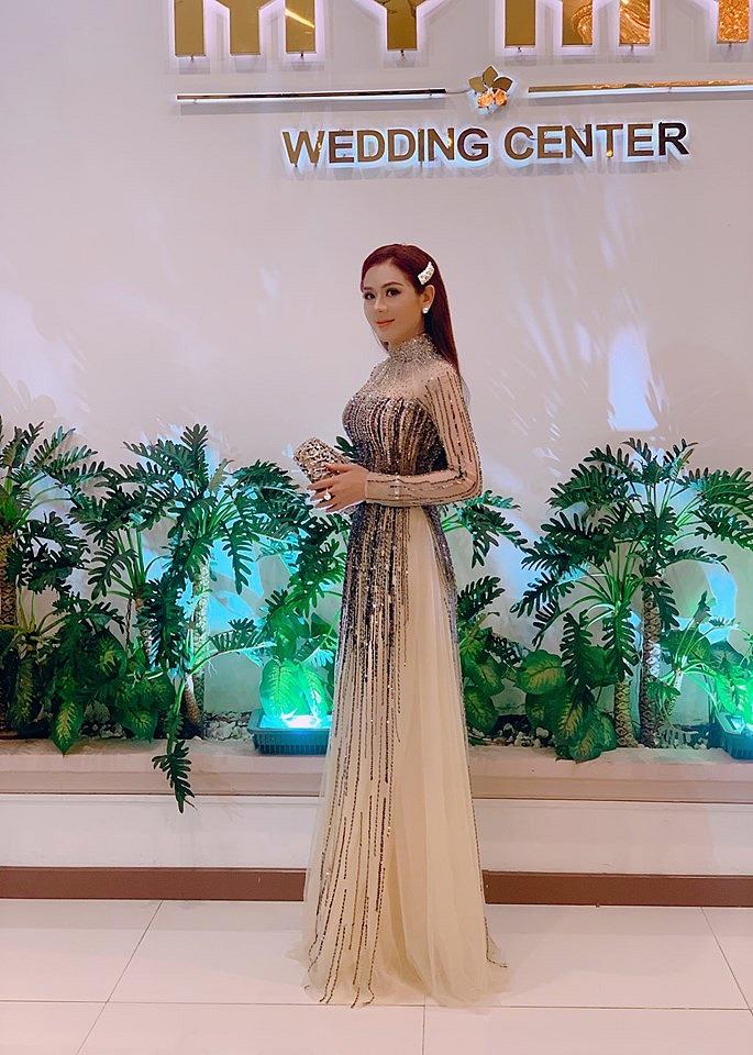 """Lâm Khánh Chi thích được gọi là """"công chúa"""", chuyện """"chặt đẹp"""" cô dâu bằng đủ kiểu váy áo lấp lánh trăm bề - Ảnh 3."""